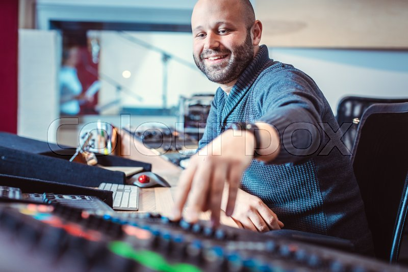 what does a sound engineer do in music