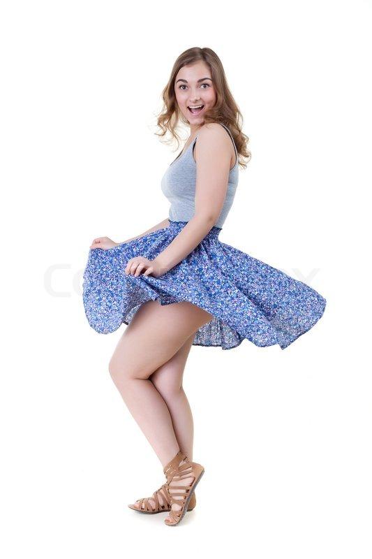 ветер поднимает юбку девушки фото