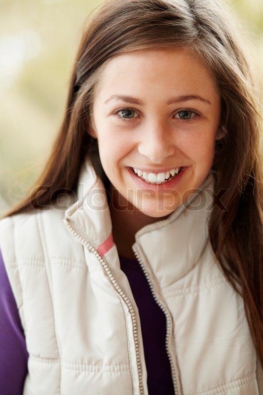 outdoor portrait teenager m dchen tragen winterkleidung. Black Bedroom Furniture Sets. Home Design Ideas
