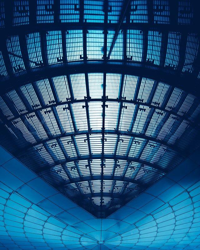 Moderne architektur geb ude mit abstrakten und futuristische architektur stockfoto colourbox - Futuristische architektur ...