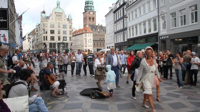 Turister, mennesker, Strøget, København | stock video | Colourbox