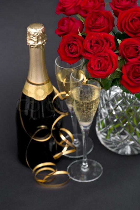 Rote Rosen Und Champagner Festliche Stockfoto