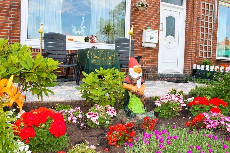Small garden in front of the dutch house netherlands - Maison jardin senior living community reims ...