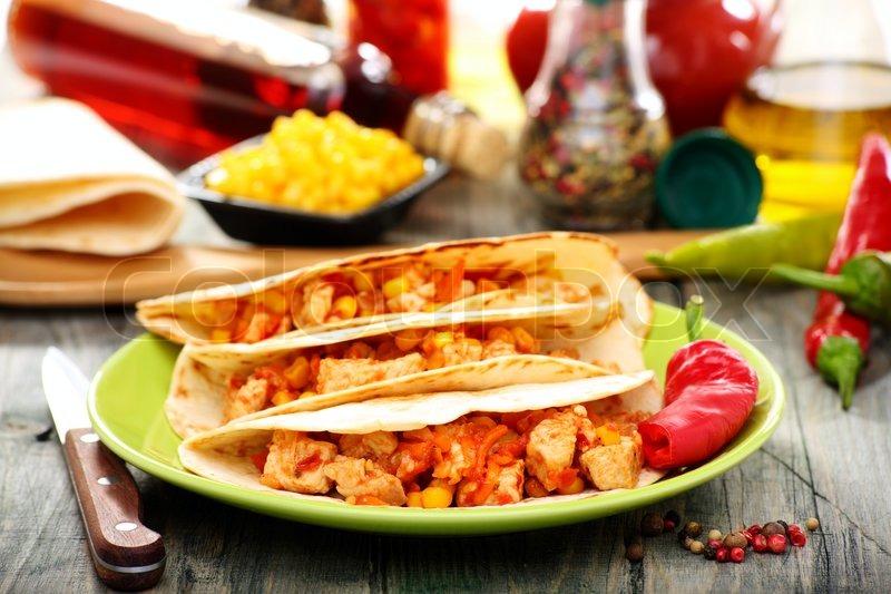 mexikanische weizen tortillas mit w rziger f llung stockfoto colourbox. Black Bedroom Furniture Sets. Home Design Ideas