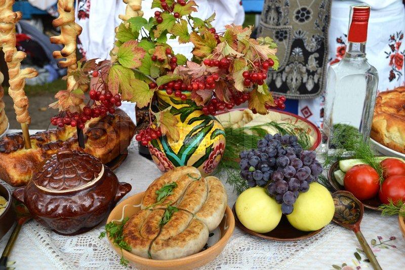 Ukrainische Küchentisch Leckereien zu essen   Stockfoto   Colourbox