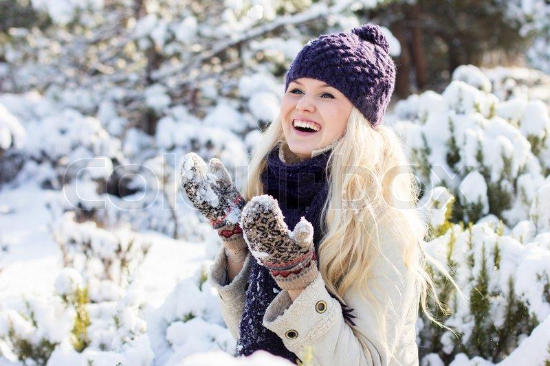 Αποτέλεσμα εικόνας για woman in snow