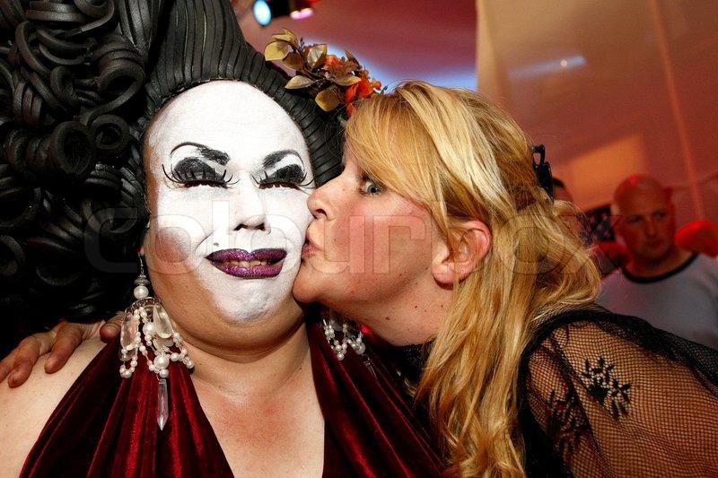transvestite kiss