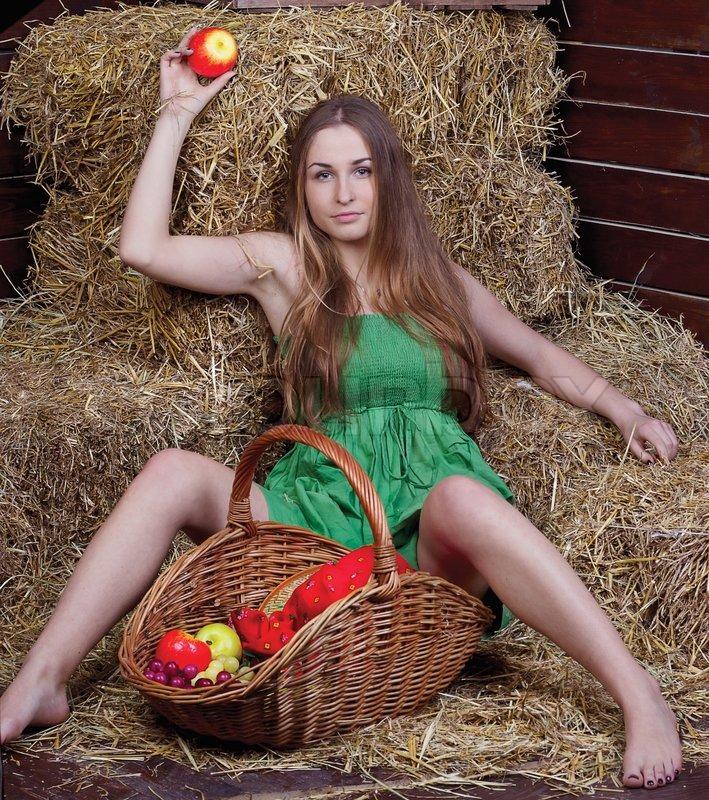 Bilderesultat for girl with basket
