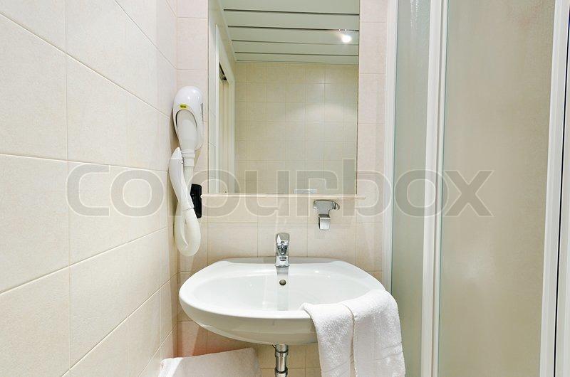 Das moderne badezimmer waschbecken stockfoto colourbox for Das moderne badezimmer