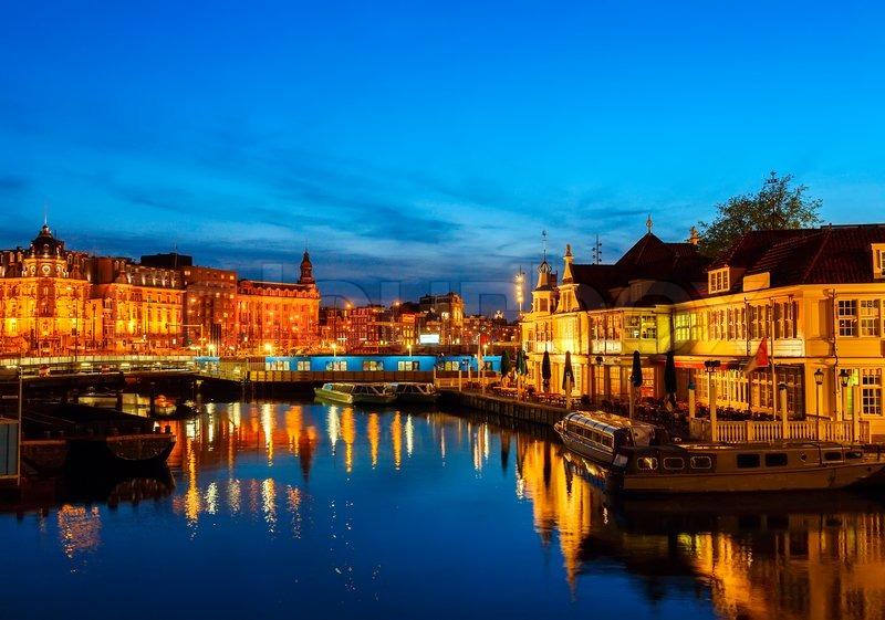 Prins Hendrikkade Street Near Centraalstation At Night