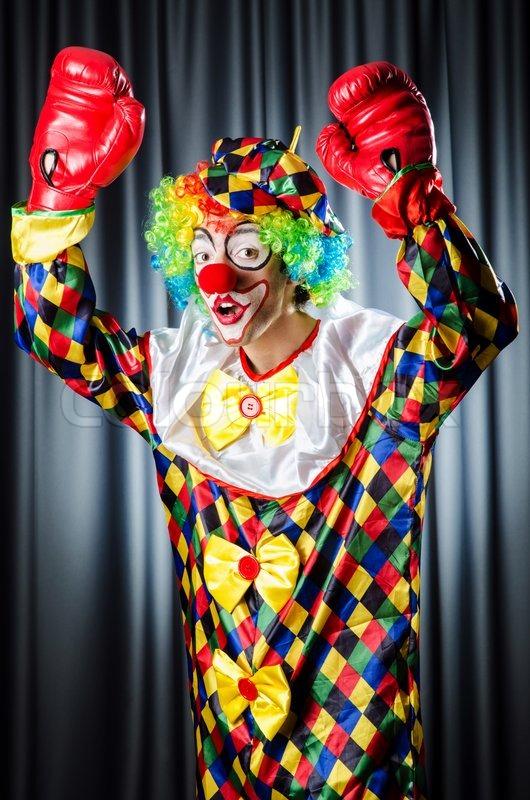 lustiger clown in der studioaufnahmen stockfoto colourbox. Black Bedroom Furniture Sets. Home Design Ideas