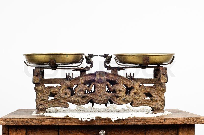 alte waage steht auf einem alten tisch stockfoto colourbox. Black Bedroom Furniture Sets. Home Design Ideas