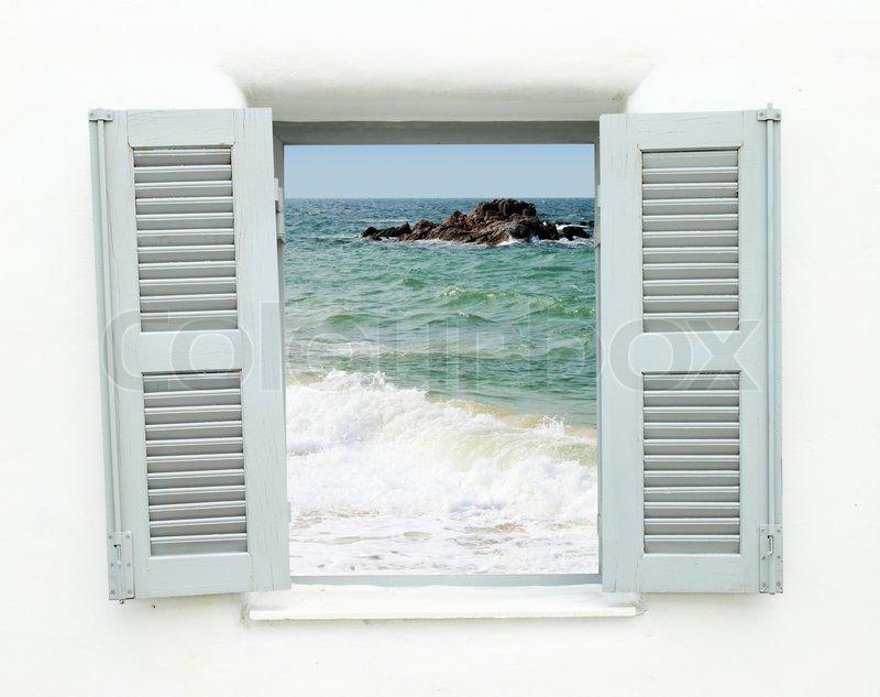 Blick aus dem fenster meer  Griechischen Stil Fenster mit Blick aufs Meer | Stockfoto | Colourbox