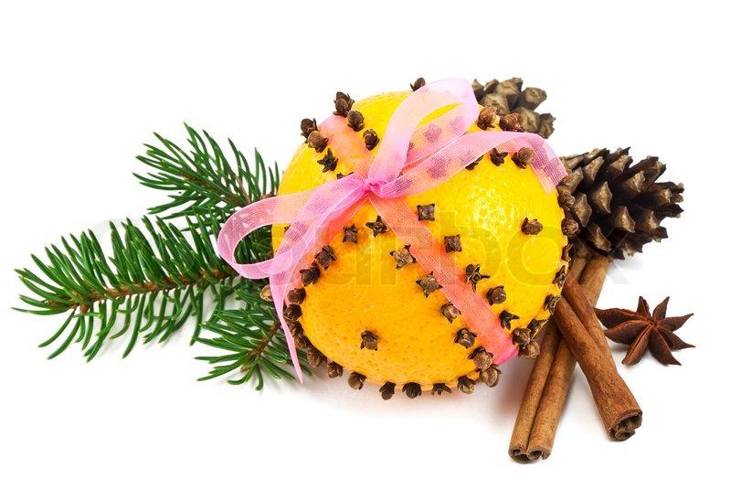 Weihnachten Nelke und Orange pomander mit Gewürzen , Tannenzapfen ...