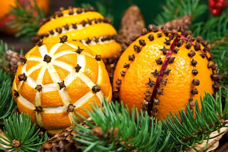 Christmas decoration with oranges and fir tree stock for Baking oranges for christmas decoration