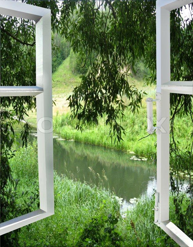 Offenes fenster im winter  Ein offenes Fenster mit Blick auf den Fluss | Stockfoto | Colourbox