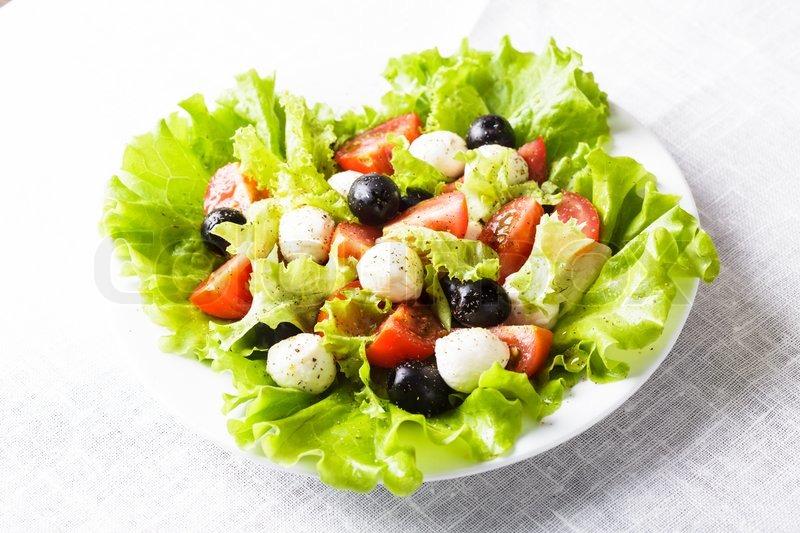 Салат из маслин и сыра