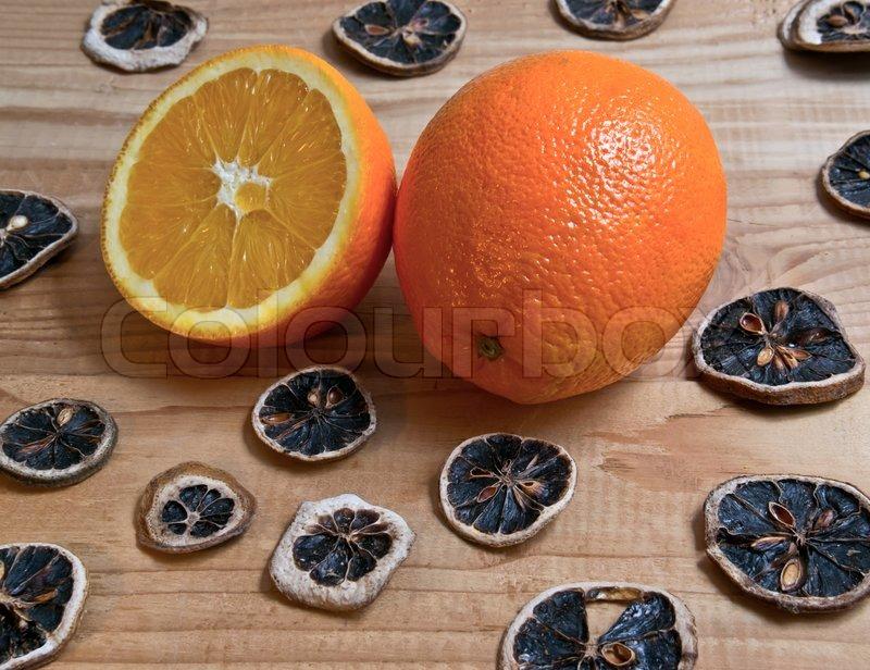 Decorated fresh orange scented christmas decoration on for Baking oranges for christmas decoration
