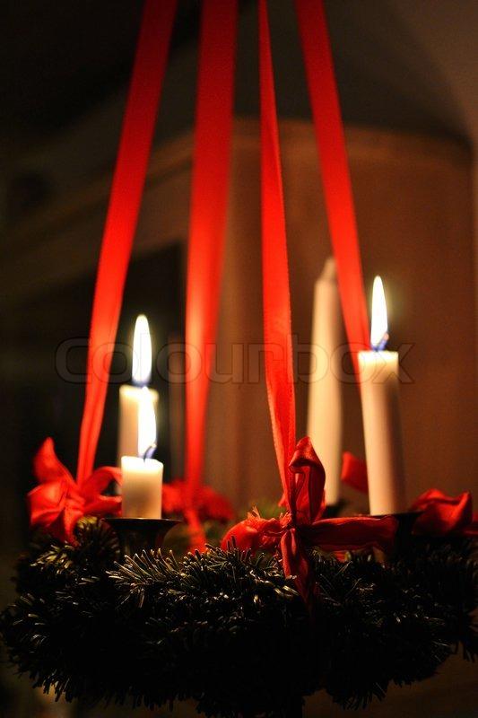 tredje s ndag i advent h ngende adventskrans med tre lys. Black Bedroom Furniture Sets. Home Design Ideas