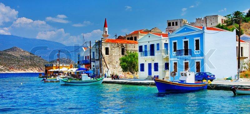 Жилье остров Сими берегу моря