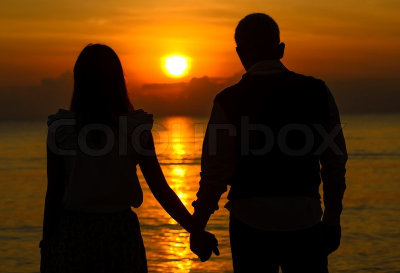 couple of lover holding hand with sunrise stock photo 日光が魅せる