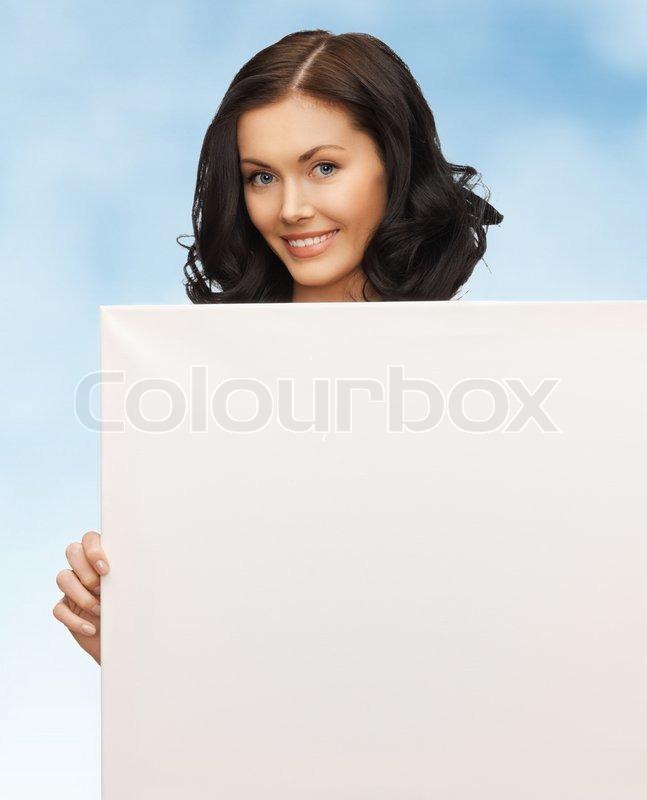Фото девушка с плакатом в руках