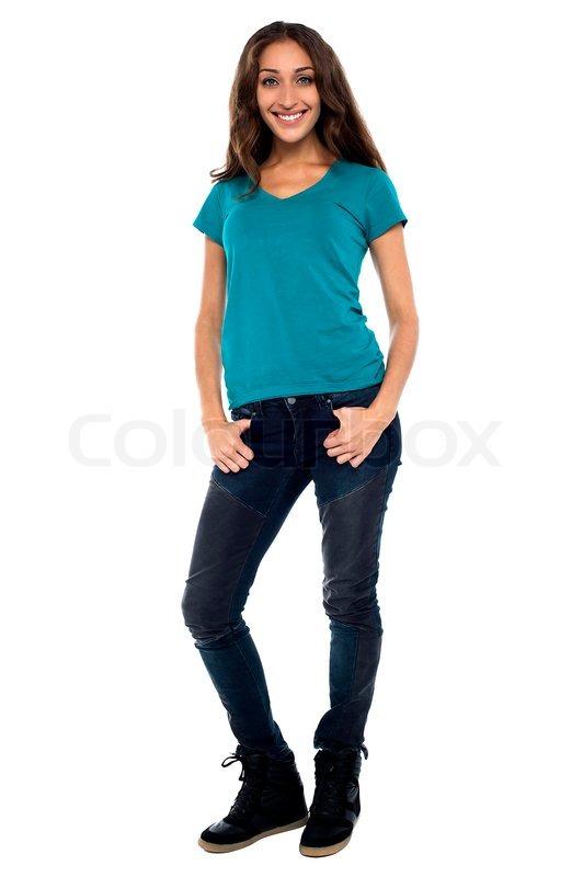 Ganzkörper junge Frau in Freizeitkleidung   Stock-Foto