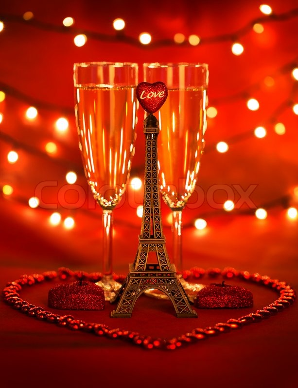 Image of 'Image of two glass with romantic beverage, little eiffel ...