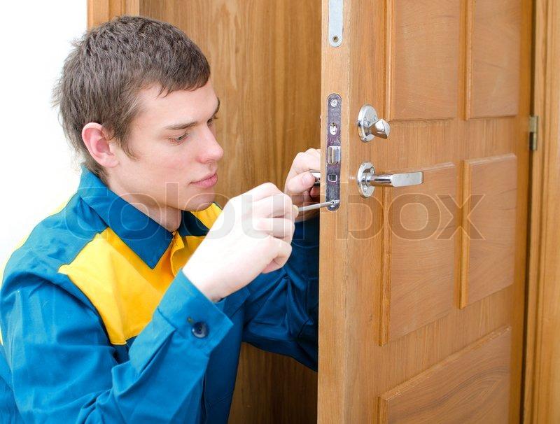 Специалист по вскрытию дверей