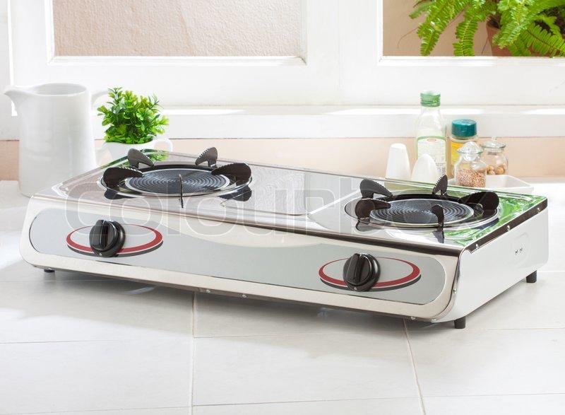 gasherd mit leeren gasherd auf dem k chentisch stockfoto colourbox. Black Bedroom Furniture Sets. Home Design Ideas