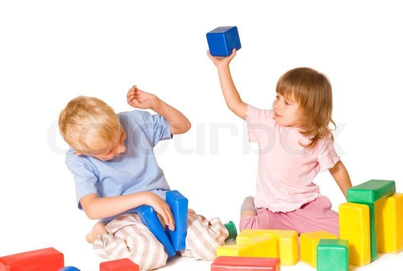 Mädchen schlägt jungen spielzeug stockfoto colourbox
