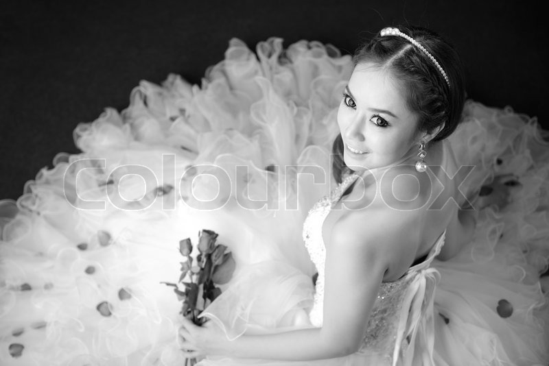 Stock image of 'black and white portrait of beautiful bride is smiling'