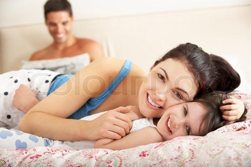 голые мамы в постели фото