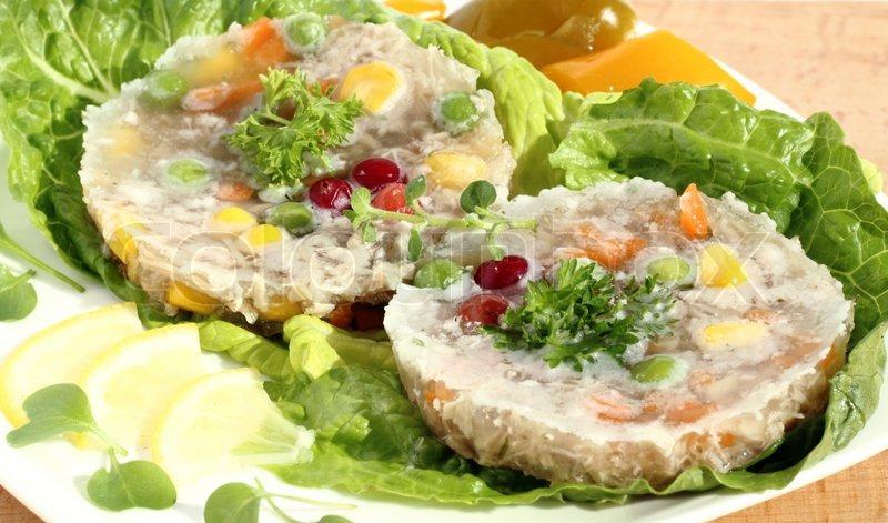 Салат желе мясной с