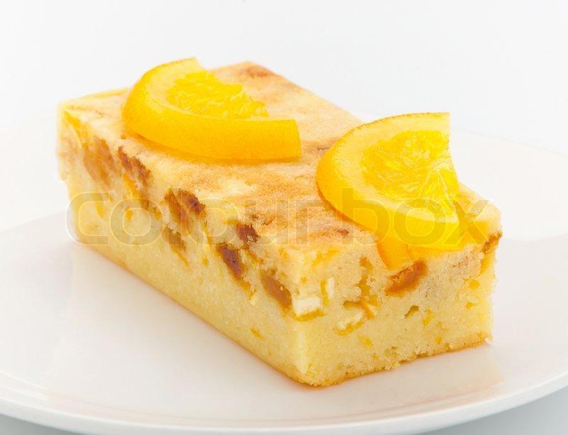 Orange Kuchen mit Stücken von Orange geschmolzen und Topping auf ...