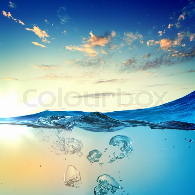 Stock image of 'Sea wave with bubbles'