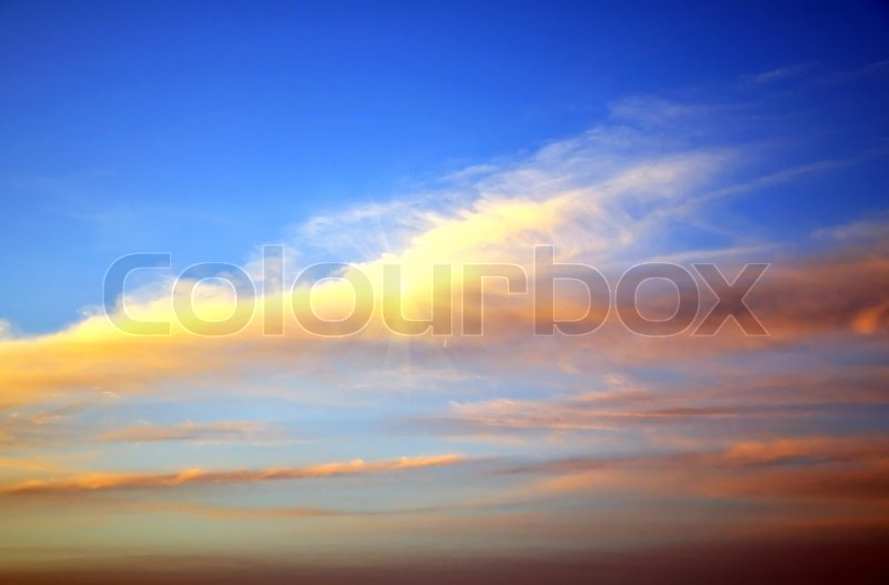 Stock image of 'red clouds on the sky - sign that it will be windy tomorrow'