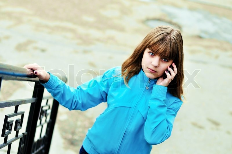 Stock image of 'teen girl talking by mobile phone outdoors'