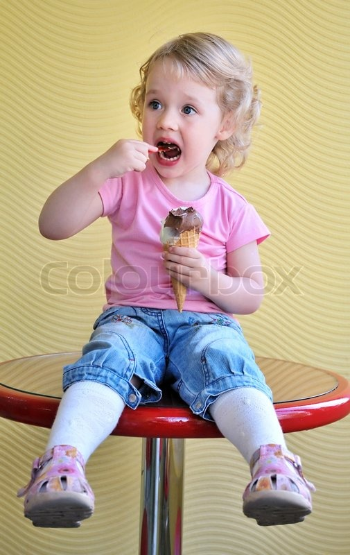 Stock image of 'Girland ice cream'