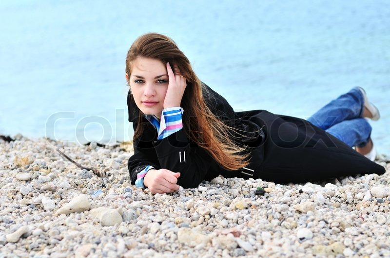 Stock image of 'Girl on the pebble'