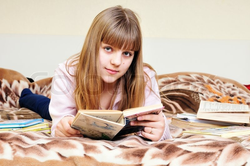 Stock image of 'Girl reading book'