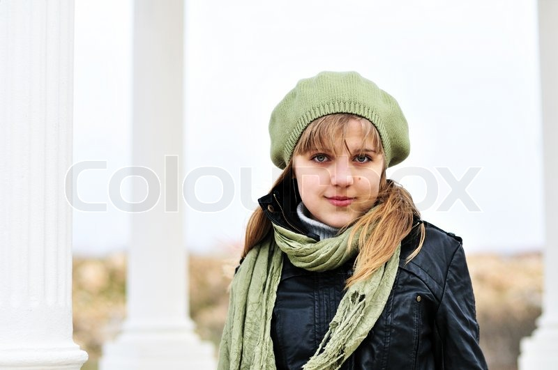 Stock image of 'Girl wearing beret near the columns'