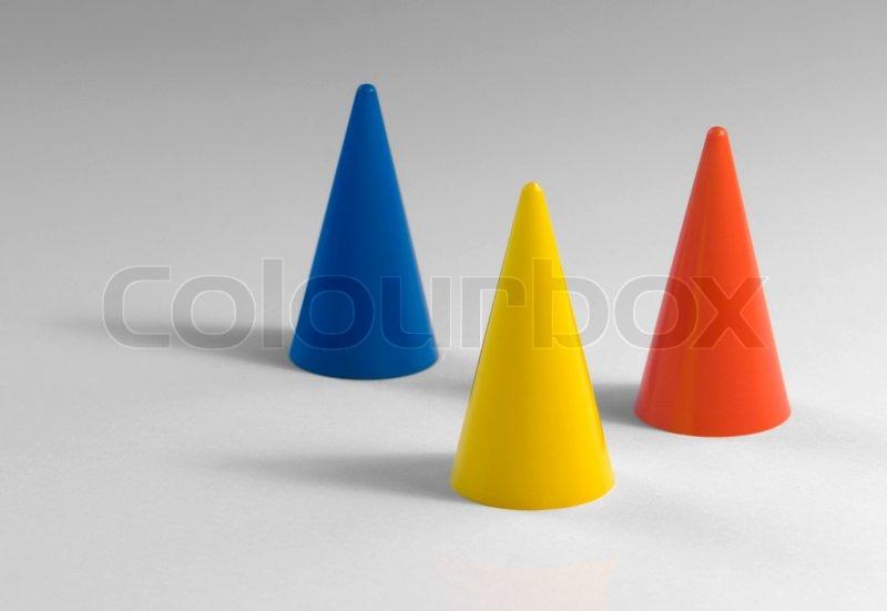 Drei Kunststoff- Kegel  Stock Bild  Colourbox-3545