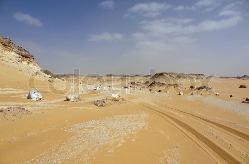 Stock Bild von 'the Libyan Desert in Egypt with earth road'