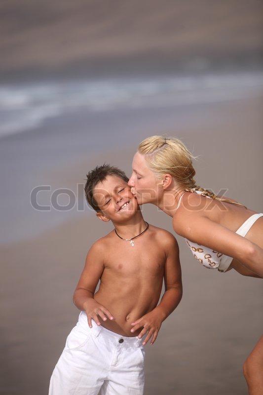 фото мать переодевается перед сыном фото