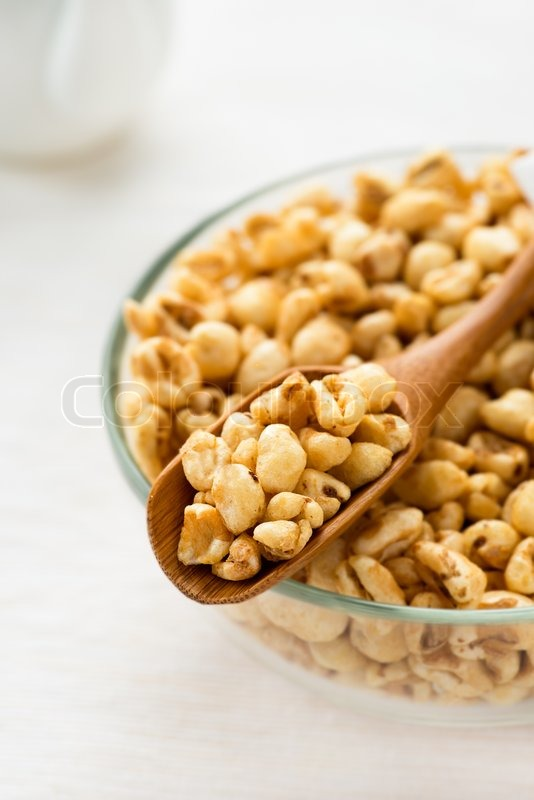 Puffed red wheat cereal