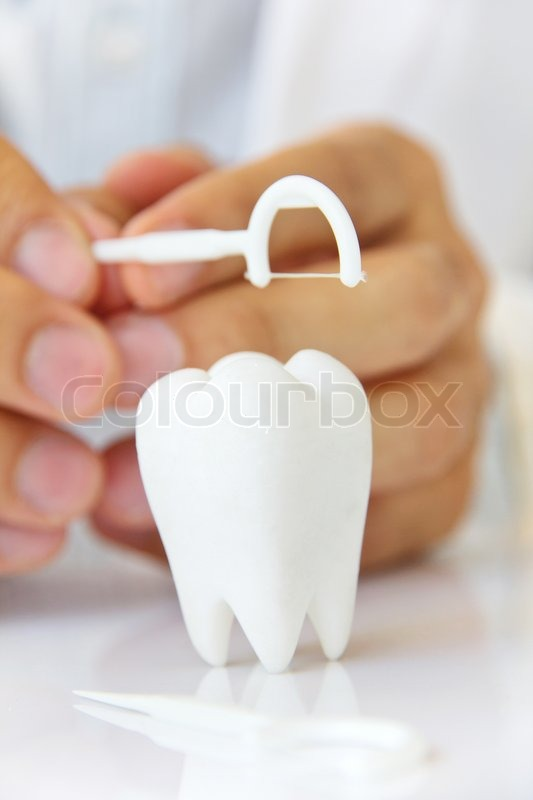 how to hold dental floss