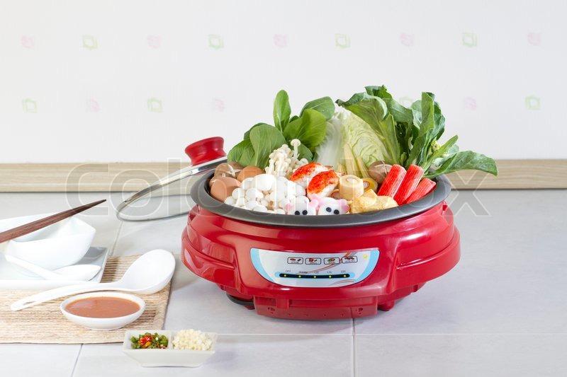 sukiyaki japanisches essen stil einfach zu hause kochen stockfoto colourbox. Black Bedroom Furniture Sets. Home Design Ideas