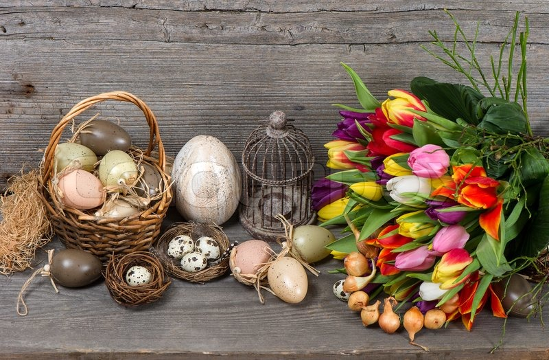 weinlese ostern dekoration mit eiern und blumen tulpe nostalgische stillleben stockfoto. Black Bedroom Furniture Sets. Home Design Ideas