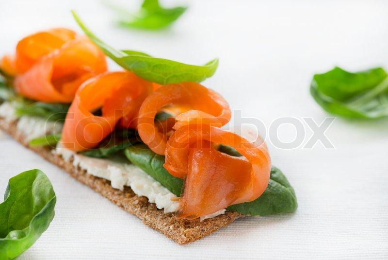 закуски канапе из сыра рокфор фото